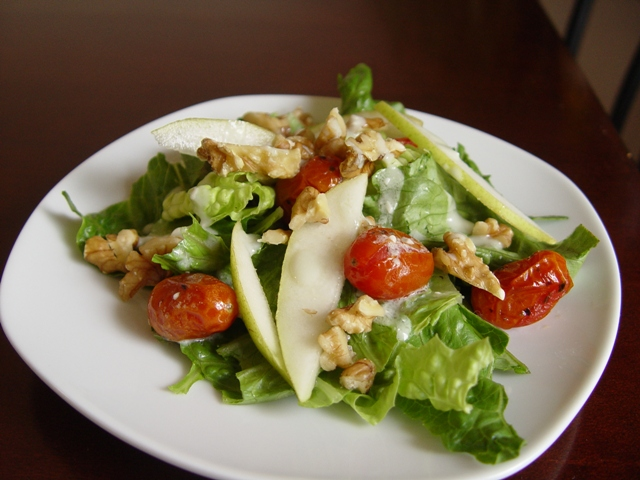 picture of salad with blue cheese dressing