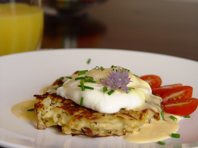 picture of poached egg and potato pancake